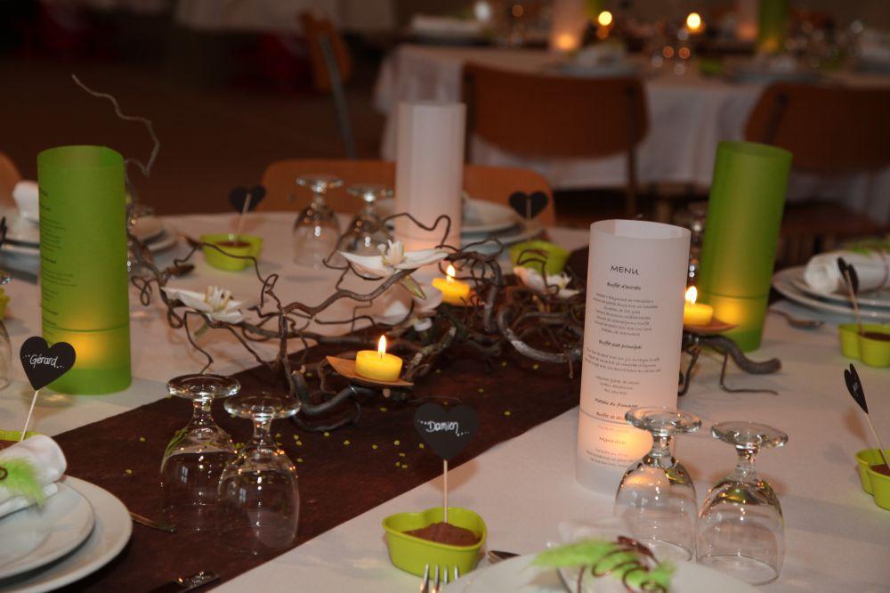 Nos décos de table. Branches de noisetier tortueux, bougies et