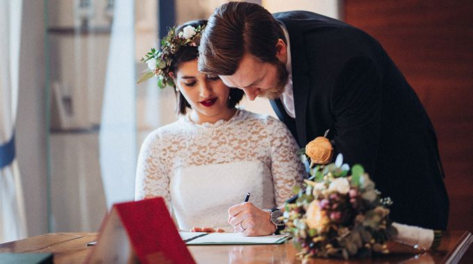 Le Conseil fédéral a adopté mercredi 20 novembre 2019 les ordonnances nécessaires pour supprimer le délai d'attente de 10 jours précédant la célébration du mariage.