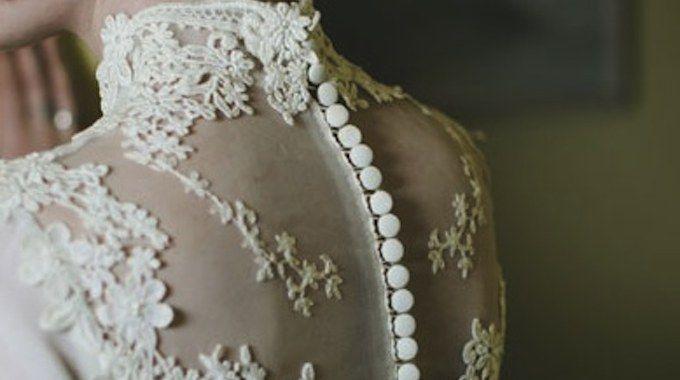La dentelle étant à la mode actuellement, pourquoi ne pas l'intégrer à son mariage?