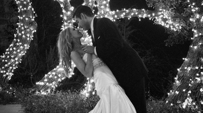 Le choix de la chanson de votre première danse en tant que jeunes mariés est d'une importance primordiale, sans compter la chorégraphie. Voici quelques conseils pour briller lors de ce moment magique!