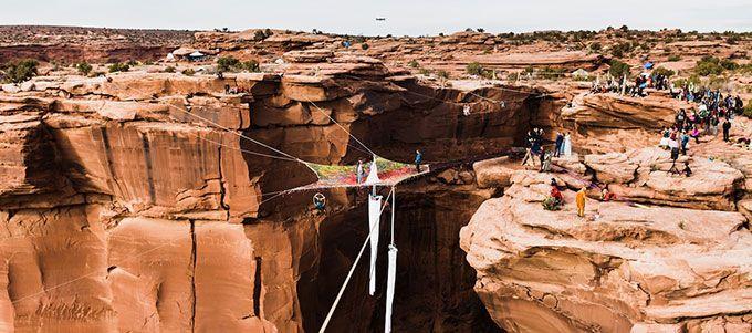 """Ils se sont dit """"Oui"""" à 121 mètres au dessus du sol. Si vous avez le vertige, passer votre chemin."""