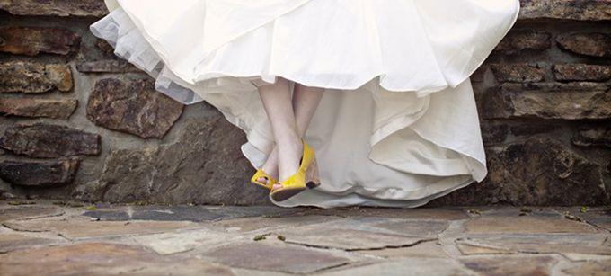 Mariage à ciel ouvert ? Diminuez le risque de salir votre robe lors de votre grand jour grâce à nos conseils.