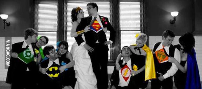 Vous avez l'âme d'une héroïne ou d'un héros prêt(e) à sauver le monde ? Batman, Superman, Spiderman et tous les personnages finissant par « man » n'ont pas de secret pour vous ou votre chéri(e)? Alors pourquoi ne pas choisir une décoration super originale et colorée sur le thème des super héros ?