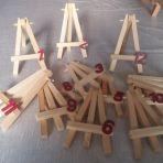 12x mini-chevalets en bois utilisés comme porte menu et pour numéroté les tables